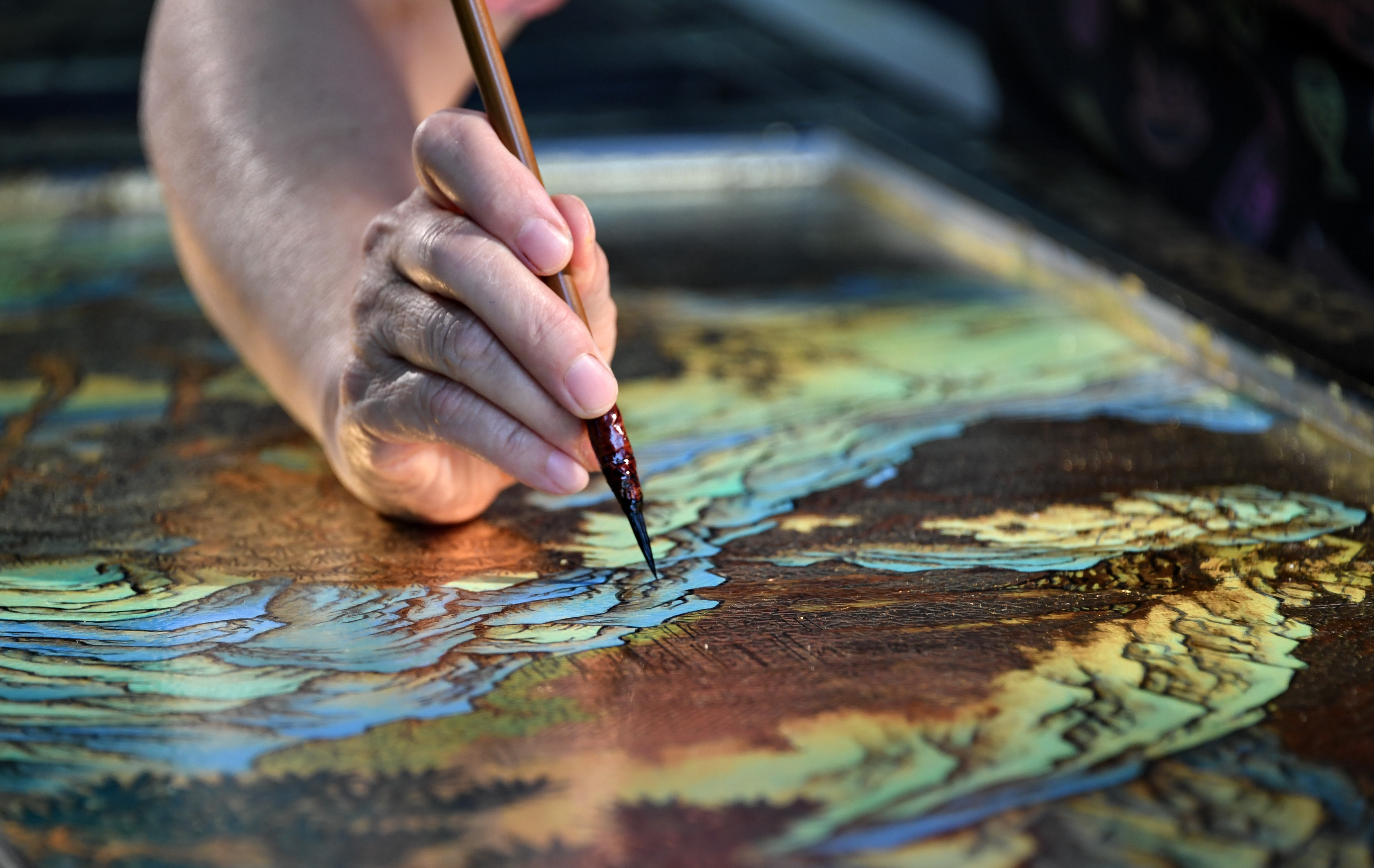 Gold inlaid lacquer: an art glittering in the river of time - Xinhua | English.news.cn