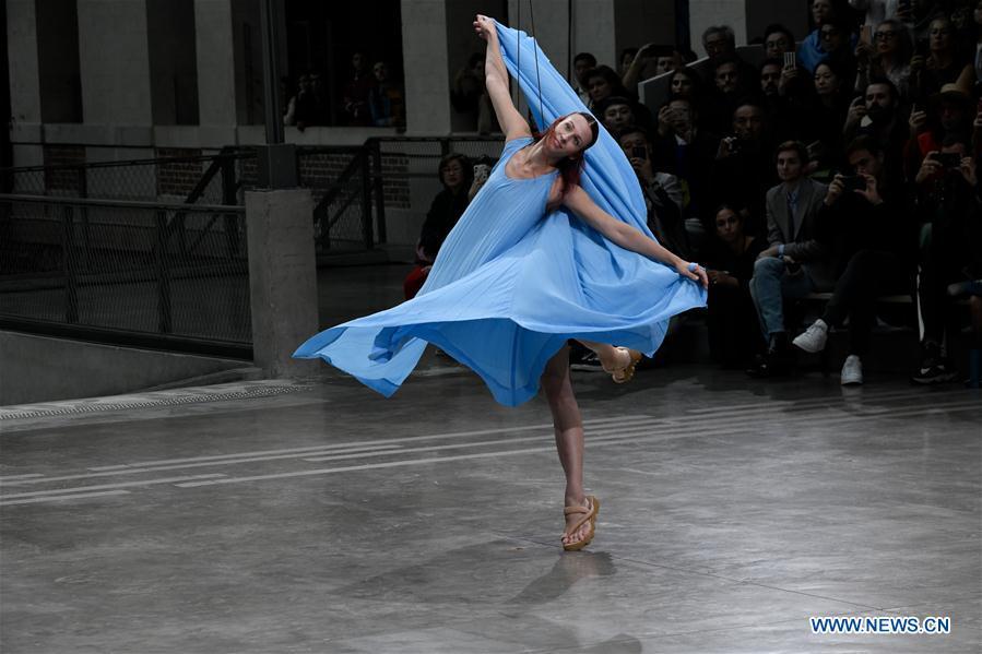 法国巴黎时装周三宅一生