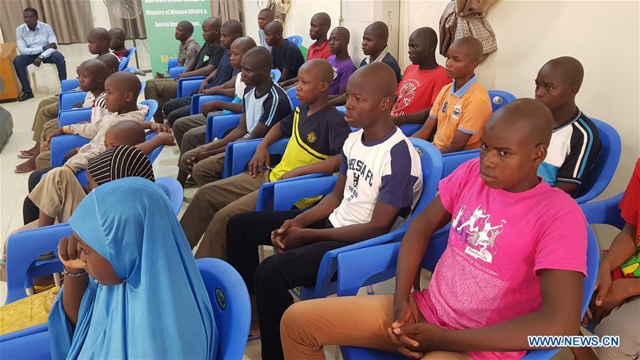 尼日利亞-博爾諾-邁杜古里-兒童士兵-漢諾威慶典