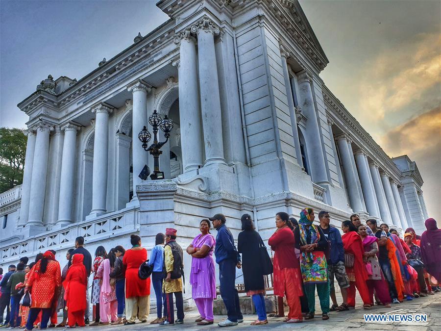 尼泊尔-加德满都-达沙节日-NAWAMI-祈祷