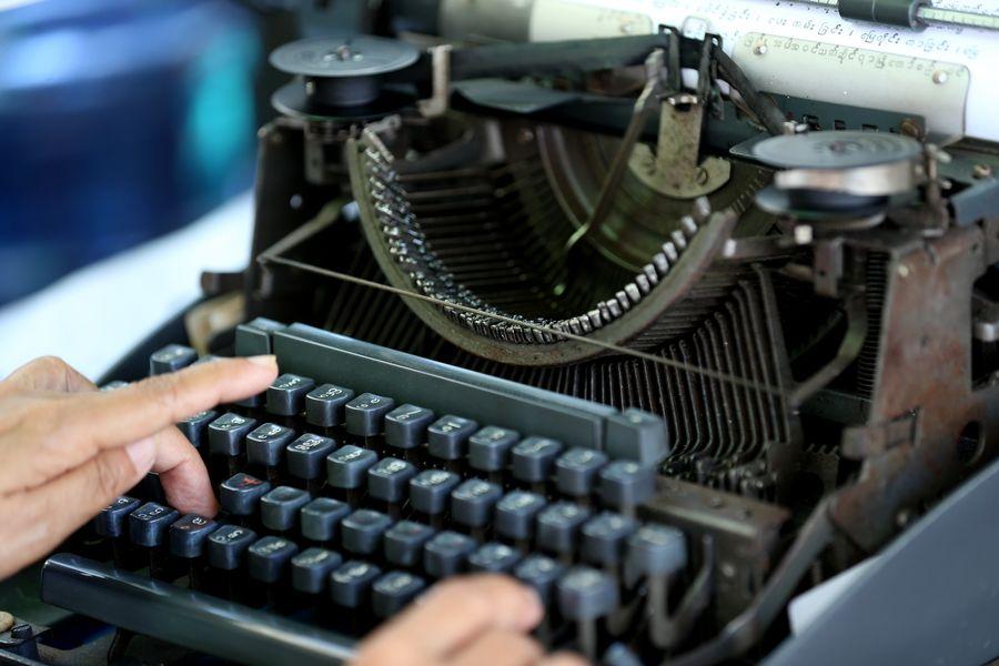 Typewriters business still in demand in Myanmar's Yangon - Xinhua | English.news.cn