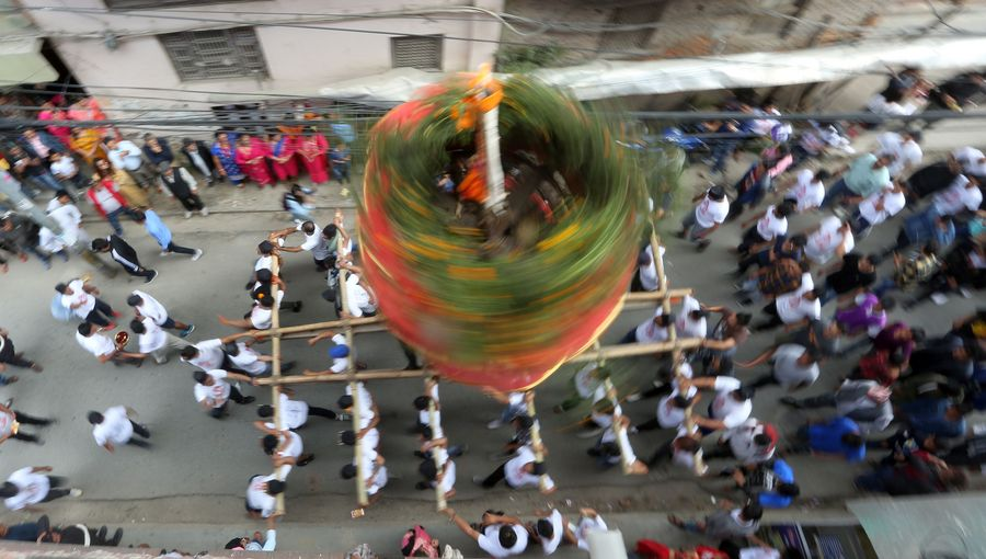 Nepali spin chariots to celebrate Hadigaun - Xinhua | English.news.cn