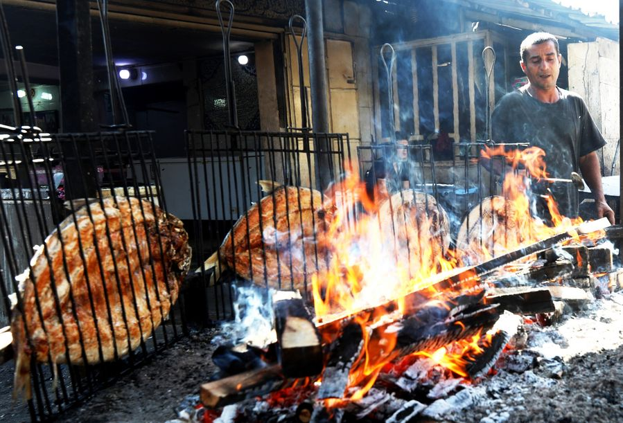 Want a taste of Iraq's gourmet food? Try the specially grilled carp, known as Masgouf! - Xinhua | English.news.cn