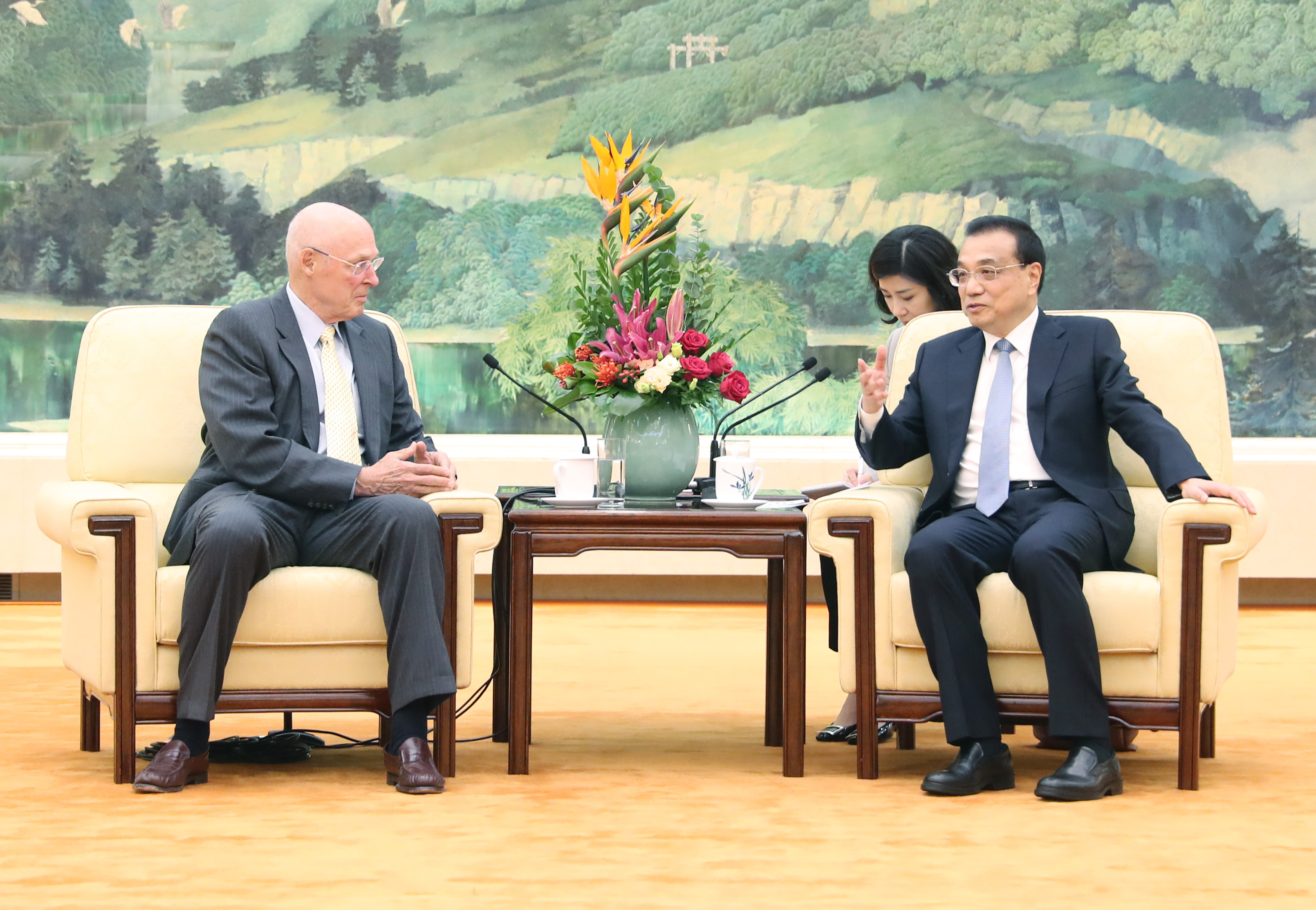 Chinese premier meets former U.S. treasury secretary - Xinhua | English.news.cn