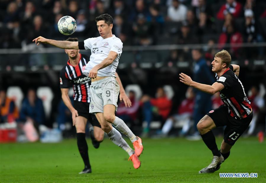 Frankfurt Crush Ten Men Bayern 5 1 Monchengladbach Stay Atop Bundesliga Standings Xinhua English News Cn