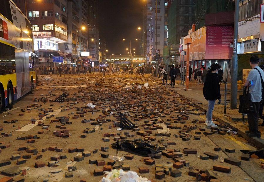 Man set ablaze by rioter has second-degree burns on 40 pct of body: Hong Kong police - Xinhua | English.news.cn