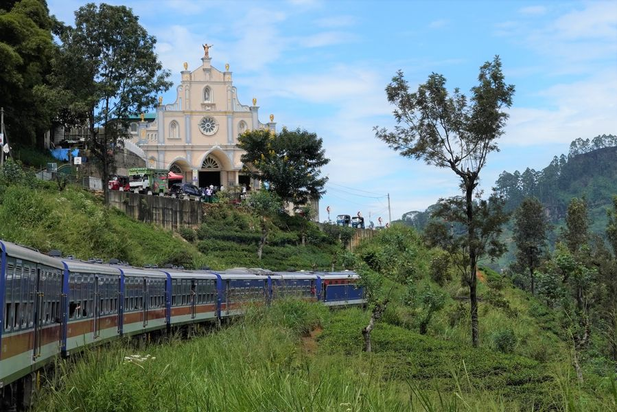 Chinese-made train makes mountain rail travel in Sri Lanka smoother than ever - Xinhua   English.news.cn