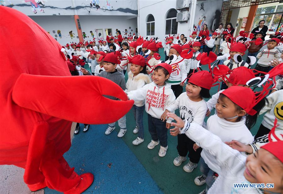 Crab Festival for Children Held in Hongqiao Town of East China's Zhejiang