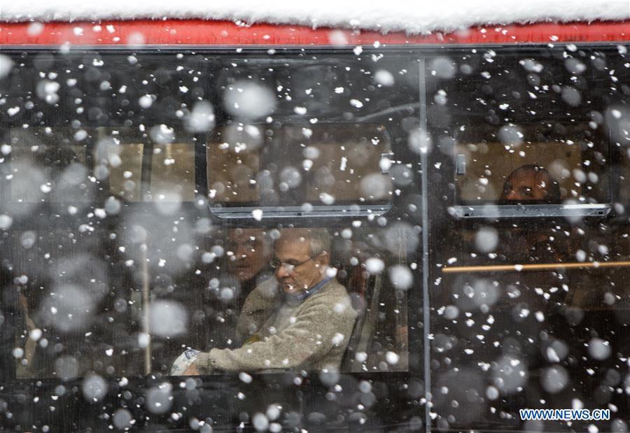 IRAN-TEHRAN-SNOWFALL