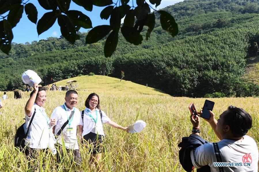 CHINA-HAINAN-BAISHA-LI ETHNIC GROUP-RICE HARVEST-CELEBRATION (CN)