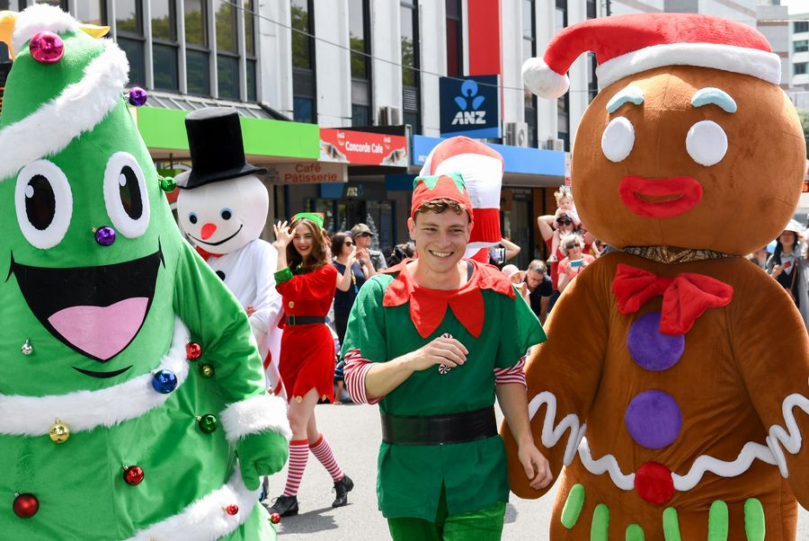 Can't wait for Christmas! People in Wellington stage colorful street parade  - Xinhua | English.news.cn