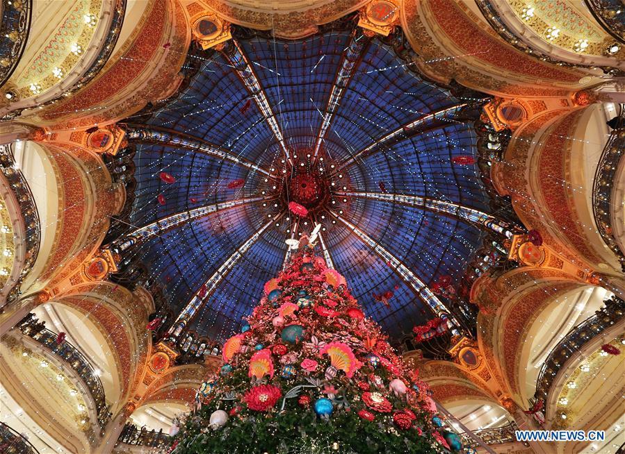 法国-巴黎-拉法叶-圣诞节树