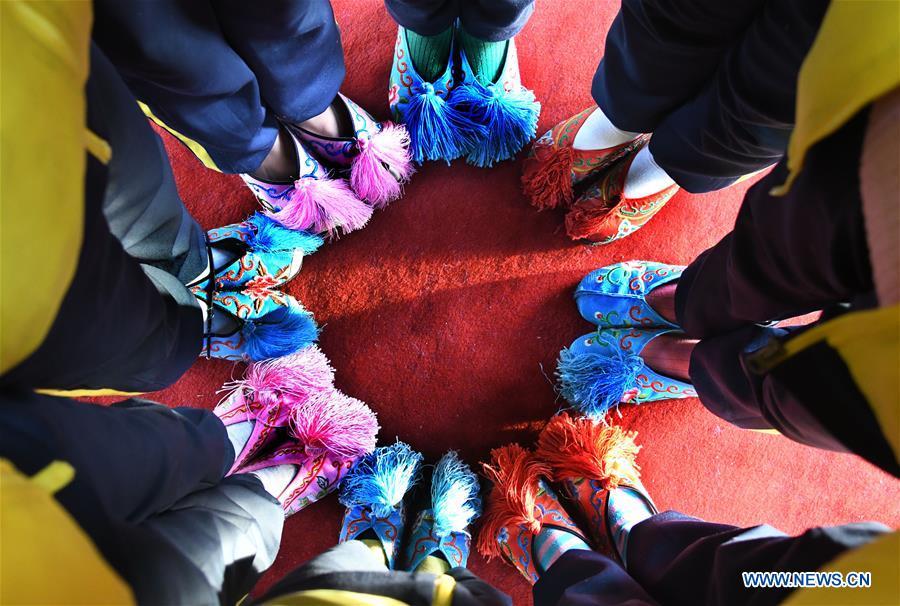 CHINA-SHANDONG-QINGDAO-PEKING OPERA-STUDENTS-INHERITING (CN)