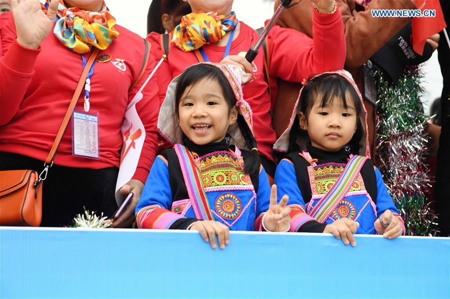 CHINA-YUNNAN-MOJIANG-TWINS-FLOAT PARADE (CN)