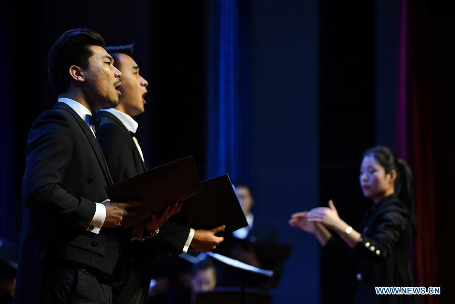 西安市交响乐团合唱团的艺术家在