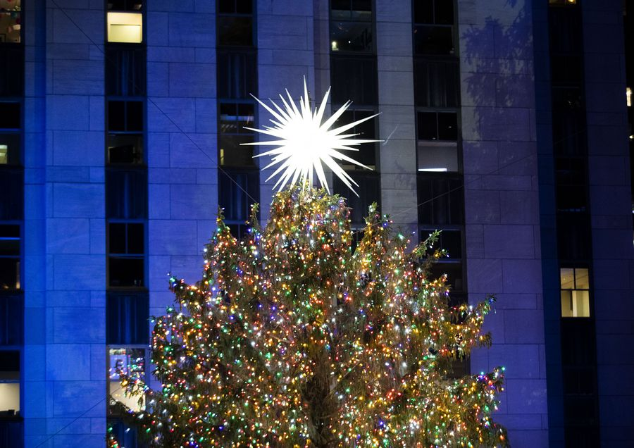rockefeller center christmas tree lit up in new york xinhua english news cn www xinhuanet com
