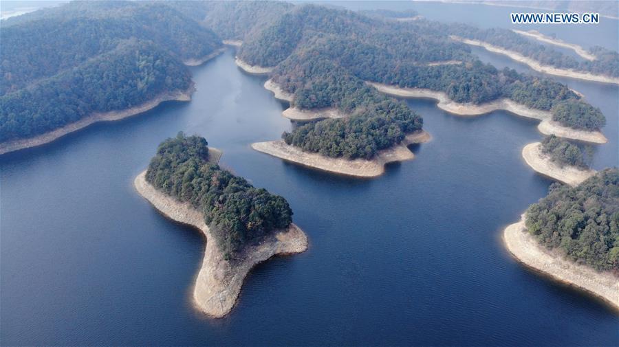 CHINA-ANHUI-HUANGSHAN-LAKE SCENERY (CN)