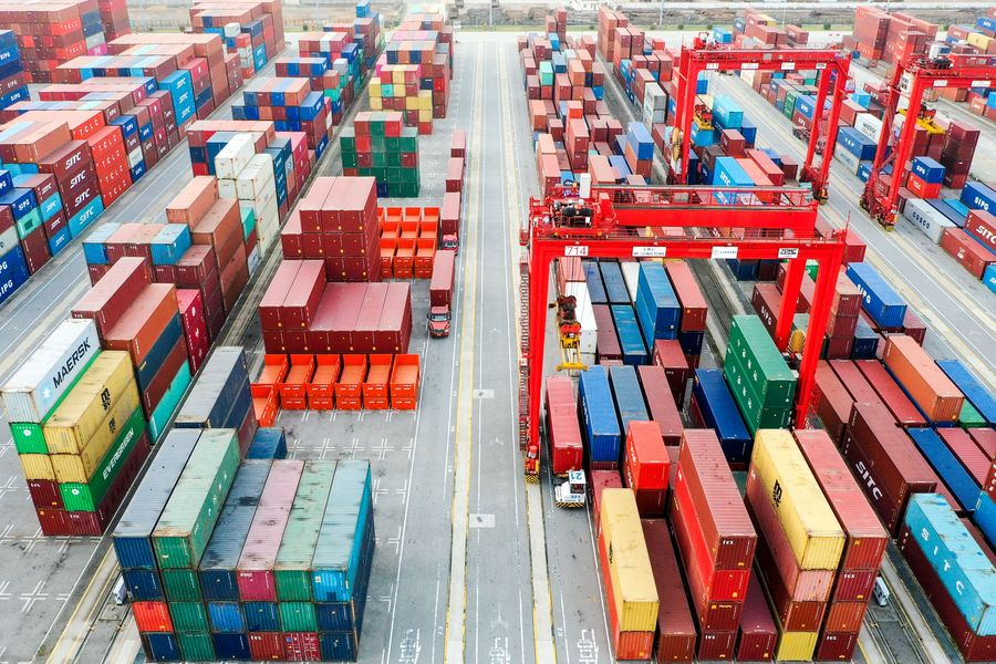 China's foreign trade expands 2.4 pct in first 11 months - Xinhua | English.news.cn