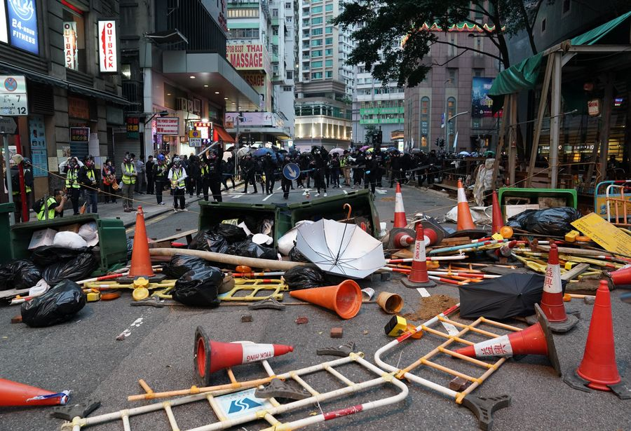 Hong Kong rioters go on rampage in protest on New Year's Day, 400 people arrested - Xinhua   English.news.cn