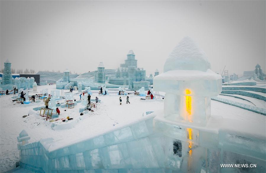 CHINA-HEILONGJIANG-HARBIN-ICE SCULPTURE (CN)