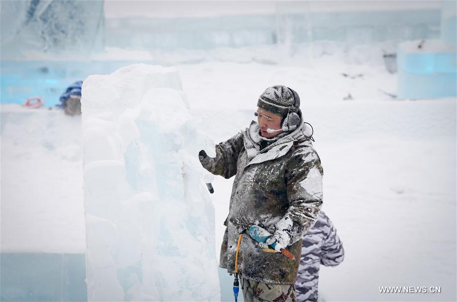 CHINA-HEILONGJIANG-HARBIN-ICE SCULPTURE (CN)