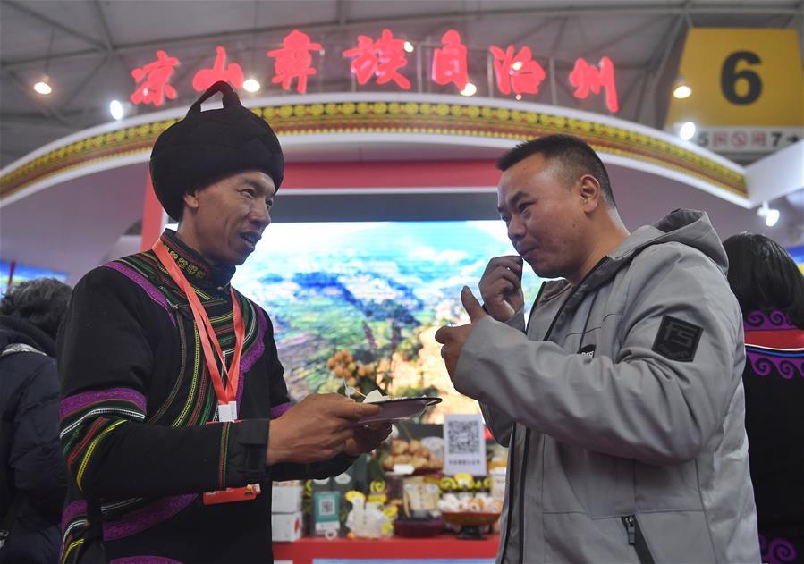 中国-成都-中国的新年购物(贫困)救济