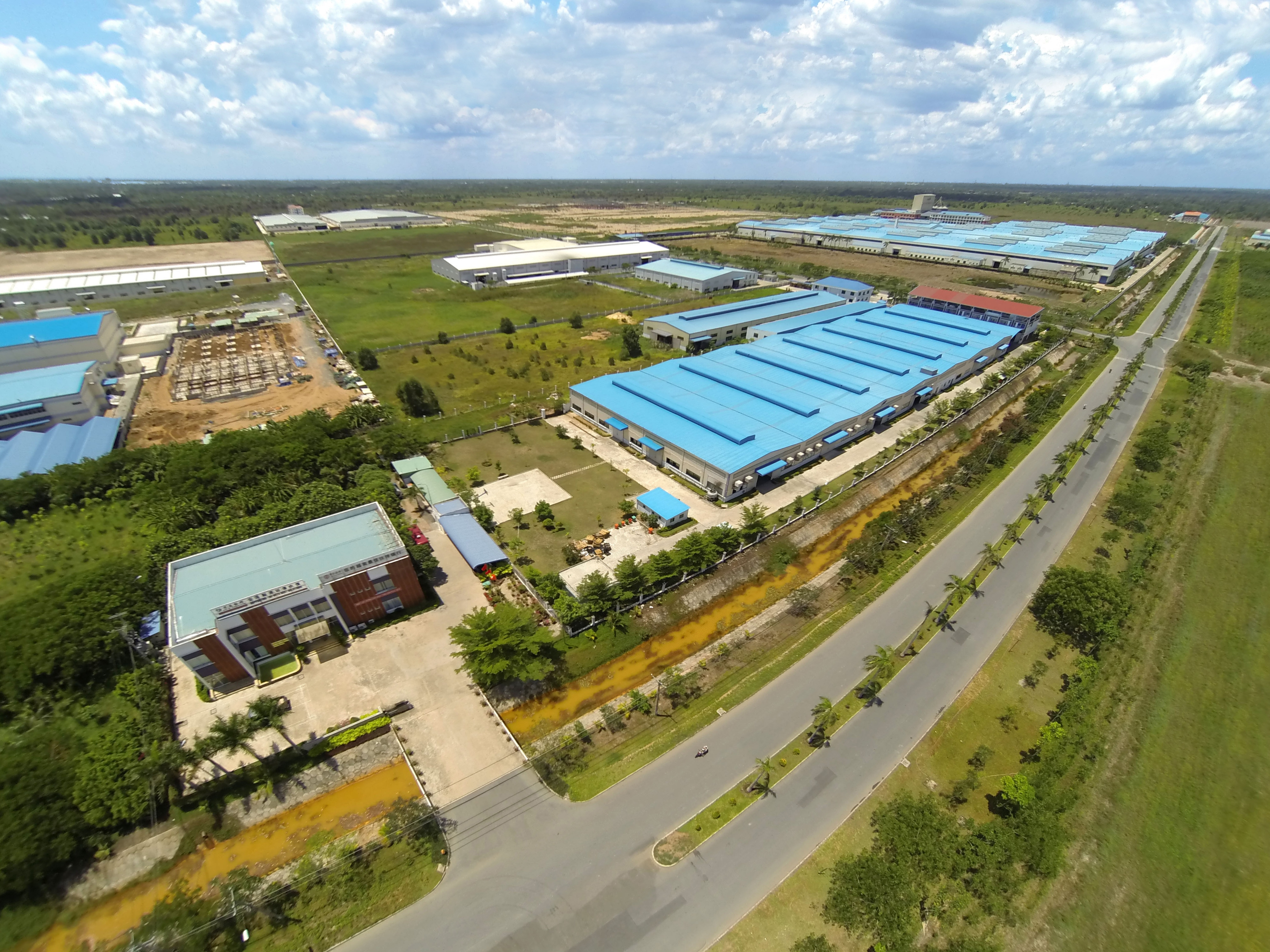 Feature: Chinese-invested industrial park in Vietnam brings opportunities - Xinhua | English.news.cn