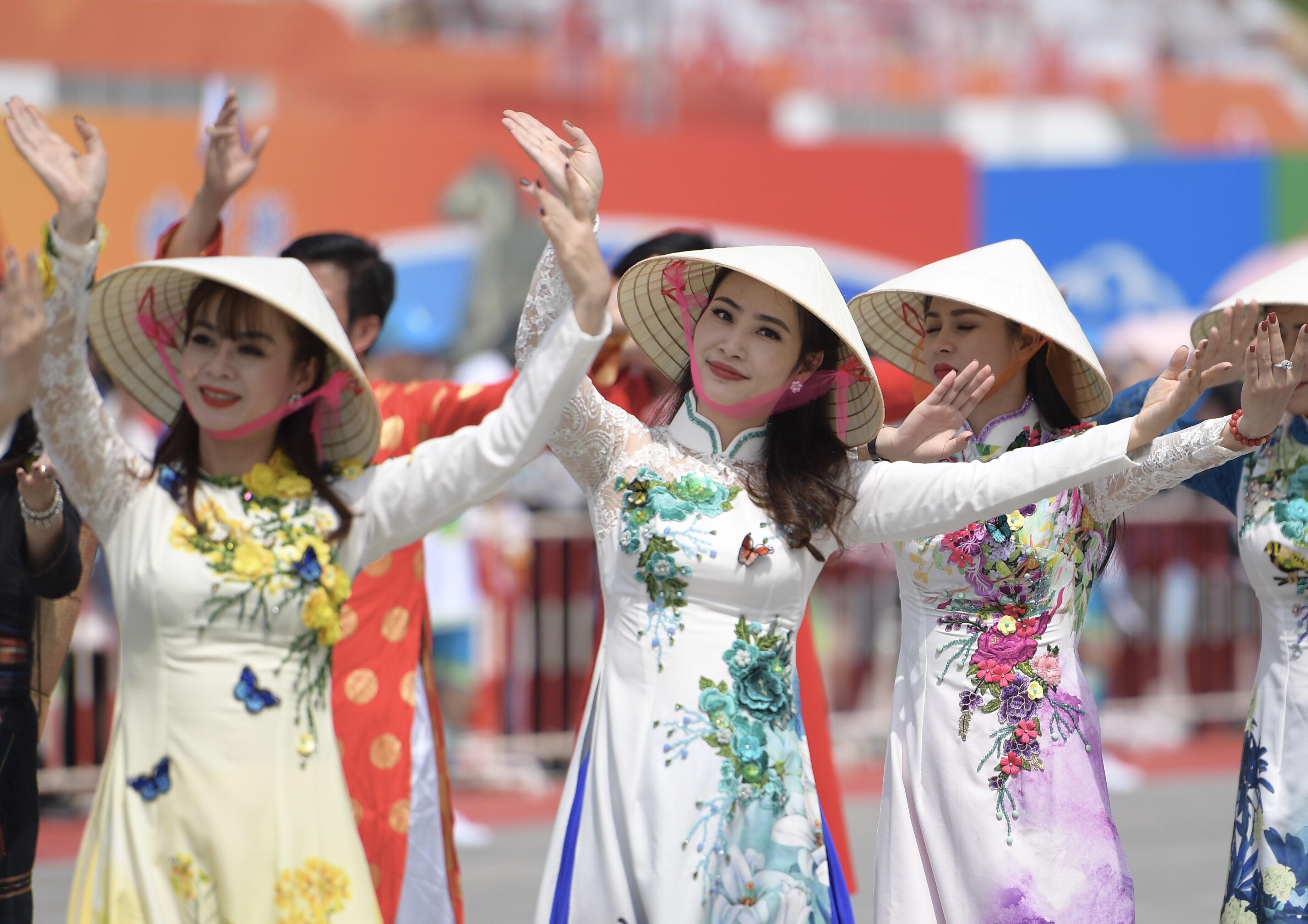 Interview: China, Vietnam should promote sound, stable development of relationship, says ambassador - Xinhua | English.news.cn