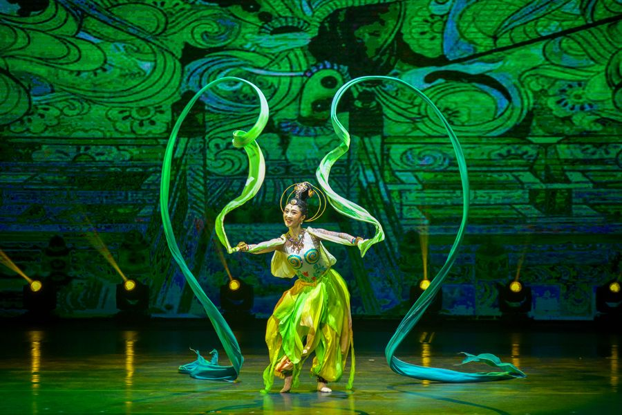 Asia Album: Fascinating performance staged as China, Malaysia kick off Year of Culture and Tourism - Xinhua   English.news.cn