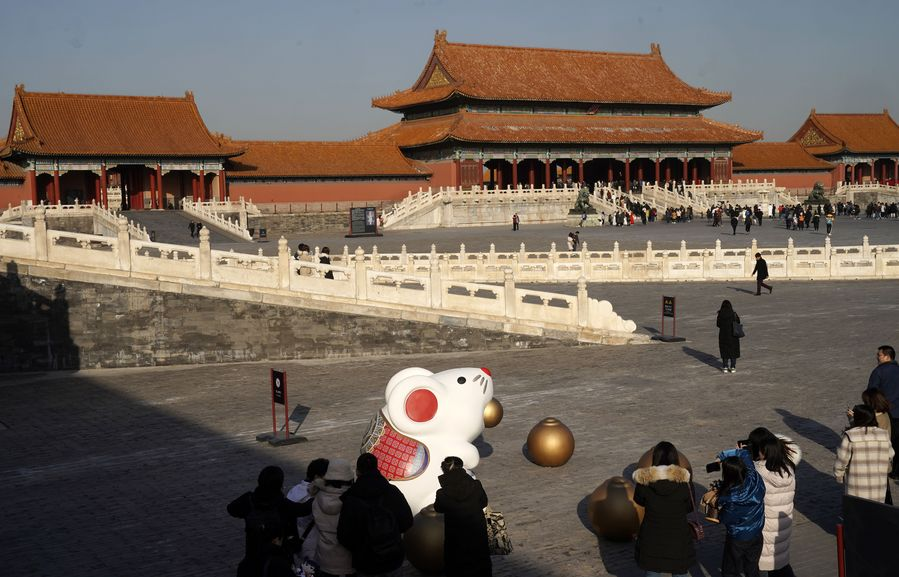 China extends Spring Festival holiday to contain coronavirus outbreak - Xinhua   English.news.cn