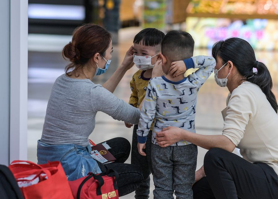 New coronavirus spreads mainly by droplets, but also touch: Chinese health authorities - Xinhua | English.news.cn