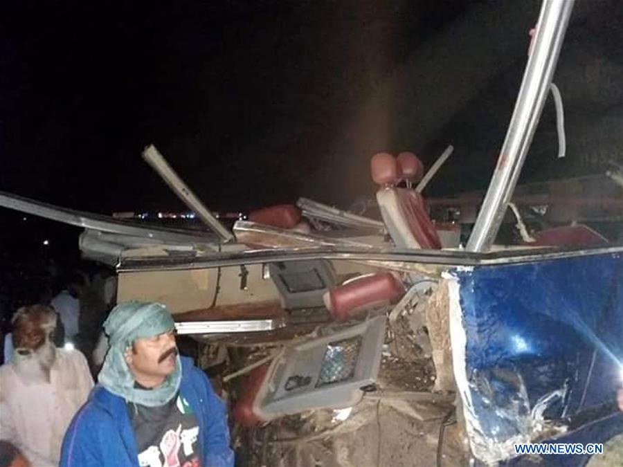 15 Killed Over 30 Injured After Train Hits Bus In Southern Pakistan Xinhua English News Cn