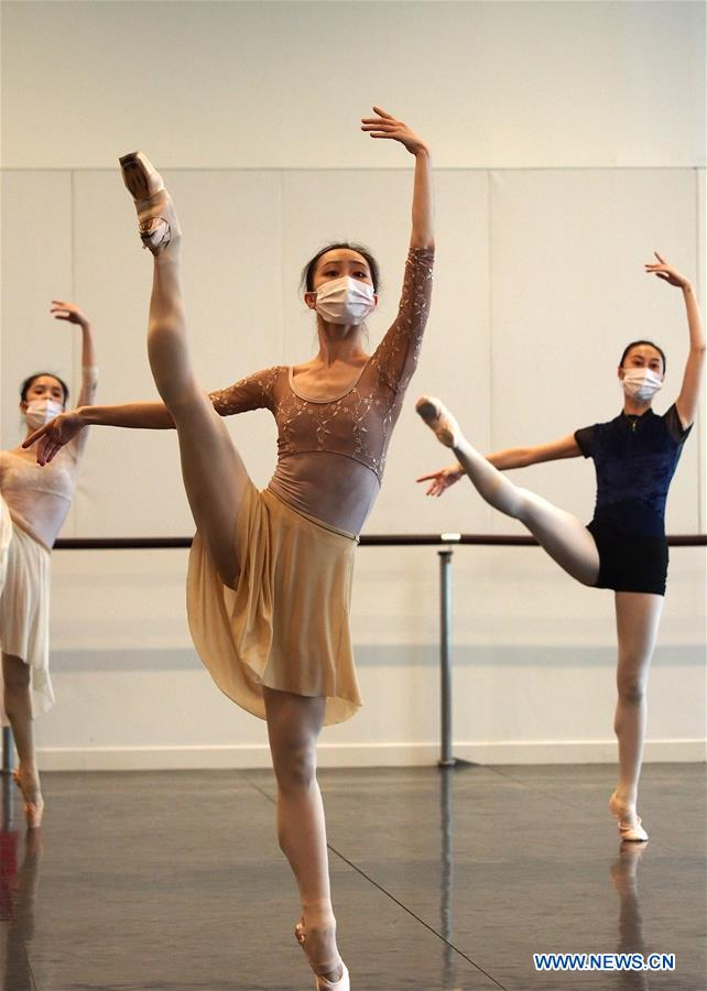 Ballet Dancers Demonstrate Movements During Online Course In Shanghai Xinhua English News Cn