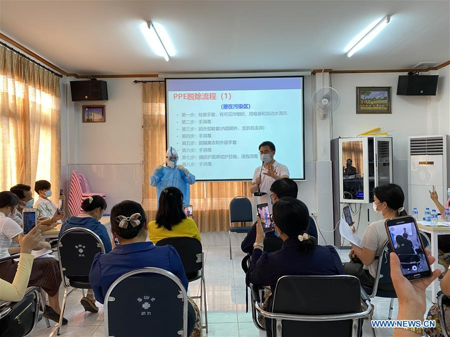 Chinese Experts Cooperate with Laos' Local Gov'ts in Fighting COVID-19