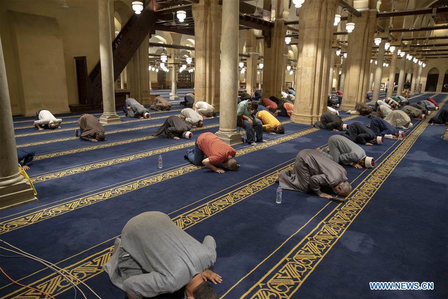 埃及-开罗-COVID-19-LAYLAT AL-QADR-祈祷