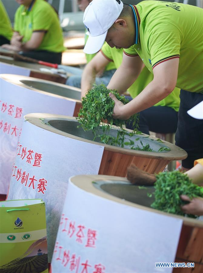 Nanjing Holds Yuhua Tea Stir-Frying Competition to Mark First Int'l Tea Day