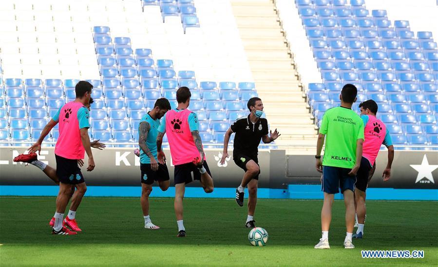 (SP)西班牙-巴塞罗那-足球-RCD西班牙人训练