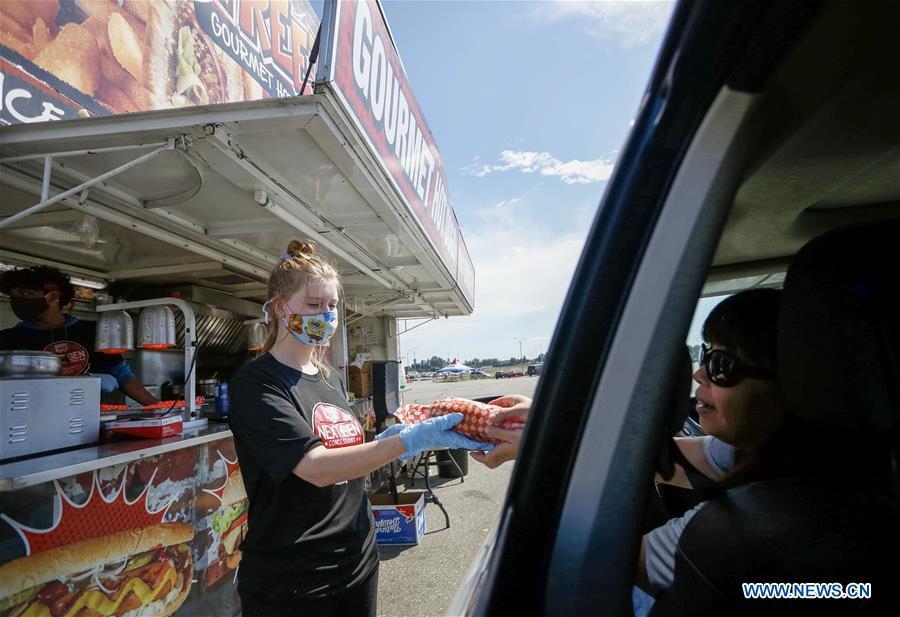 加拿大阿伯茨福德-COVID-19-DRIVE-THRU食品卡车节