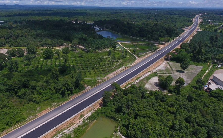 Asia Album: Vientiane to Vangvieng section of China-Laos expressway under construction - Xinhua | English.news.cn