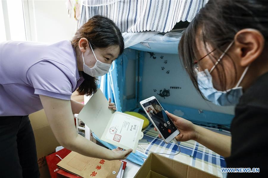 Renmin University of China Offers Luggage Mailing, Depositing Services to Graduates