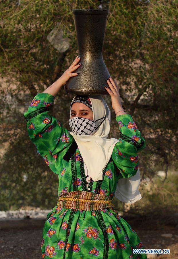 MIDEAST-JERICHO-FASHION SHOW-HERITAGE-DRESSES