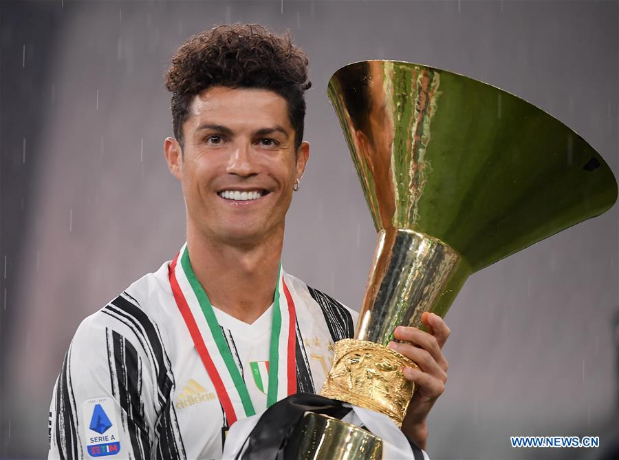 Players Of Fc Juventus Celebrate With Trophy At End Of Serie A Football Match Xinhua English News Cn