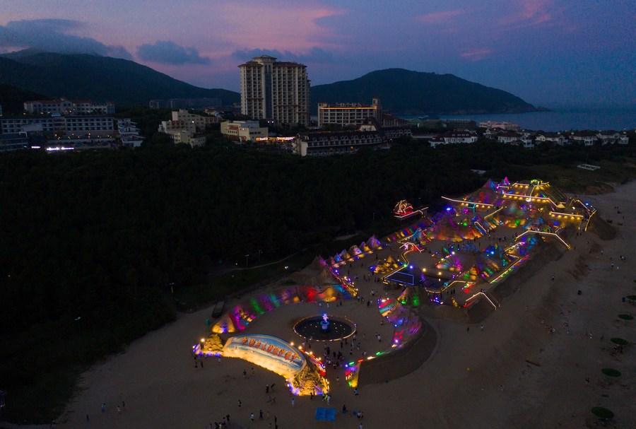 Popular Beach In Zhejiang Extends Its Business Hours Xinhua English News Cn