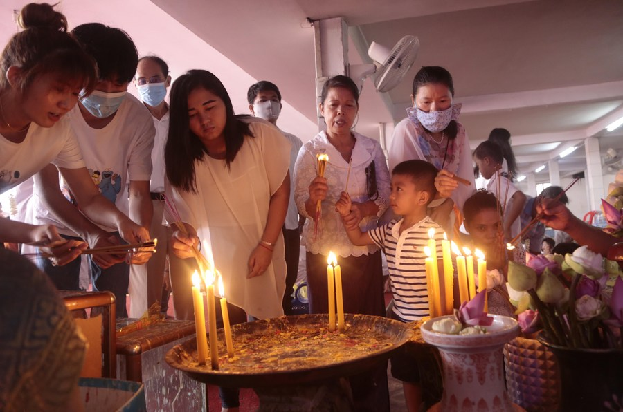 Cambodia celebrates Ancestors' Day after COVID-19 situation eases - Xinhua | English.news.cn