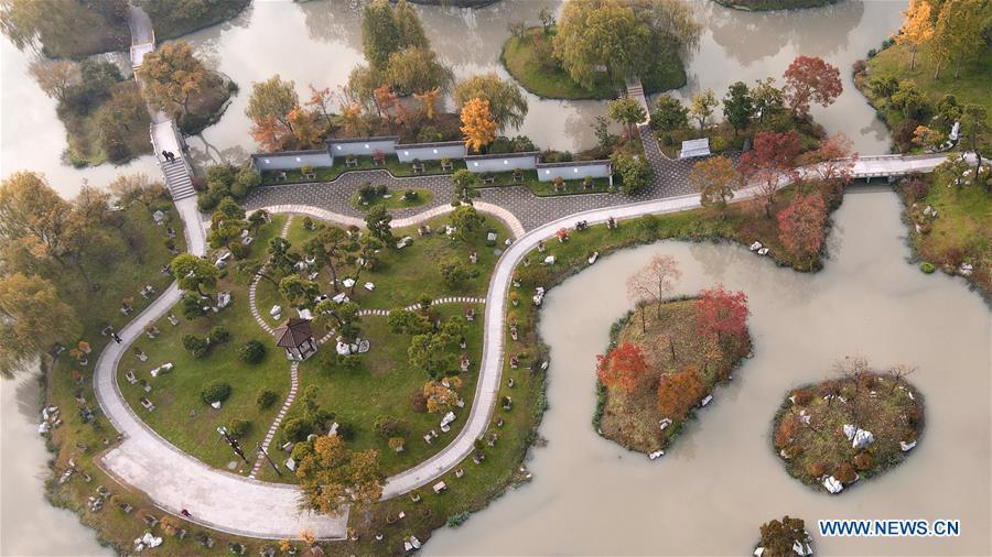 Autumn scenery of Slender West Lake scenic spot in Yangzhou, Jiangsu