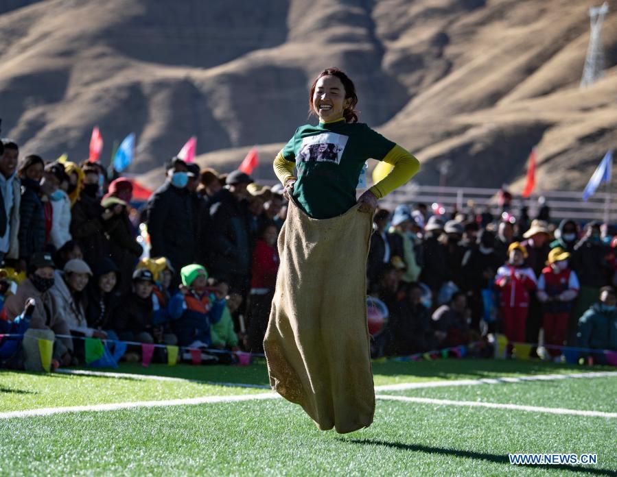 西藏扎南县首届农民运动会开赛
