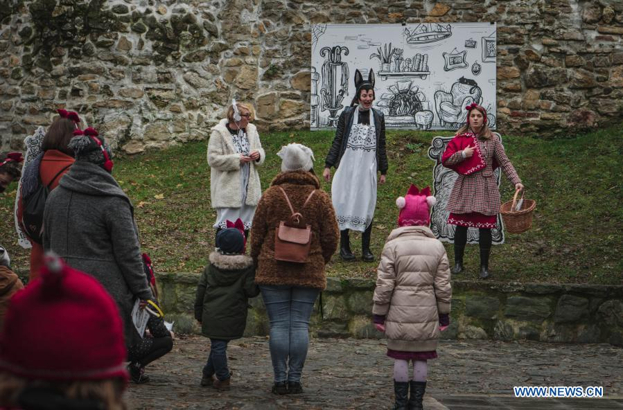 Feature Croatian Artists Move Theater Into Woods Amid Covid 19 Pandemic Xinhua English News Cn