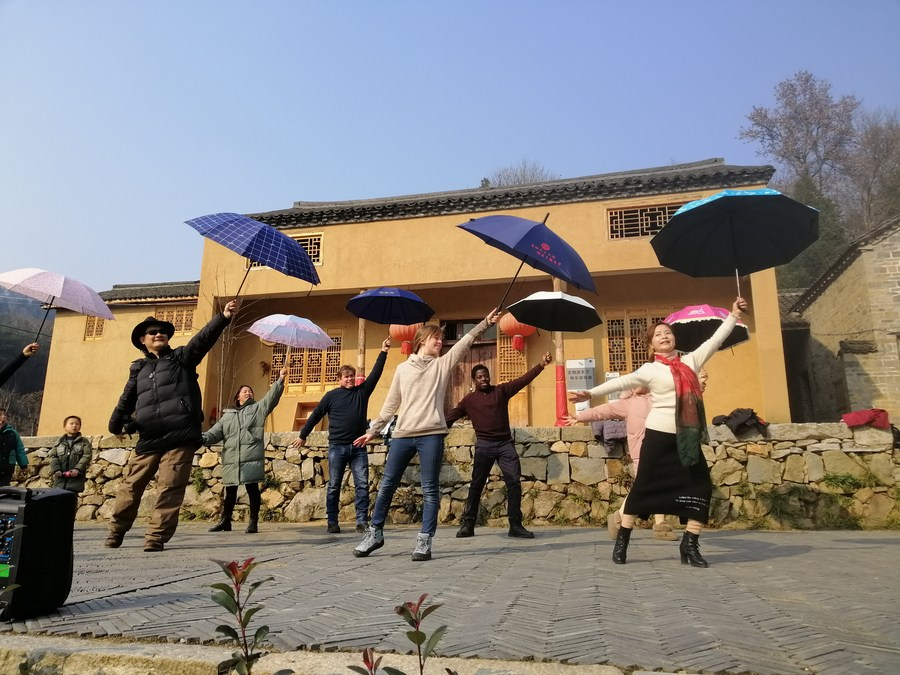 Foreigners See China's Victory Against Poverty on Trip