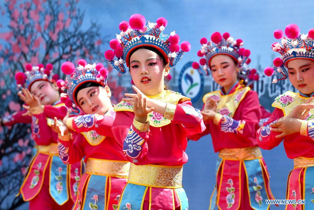 Primary School in Xi'an Creates Opera Calisthenics to Promote Traditional Arts