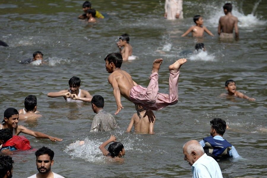 Too hot for school: Heatwave scorches Pakistan, cities record sweltering temperatures - Xinhua | English.news.cn